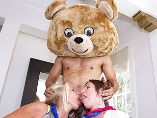 Hot horny girls getting mouth fucked by the bear!